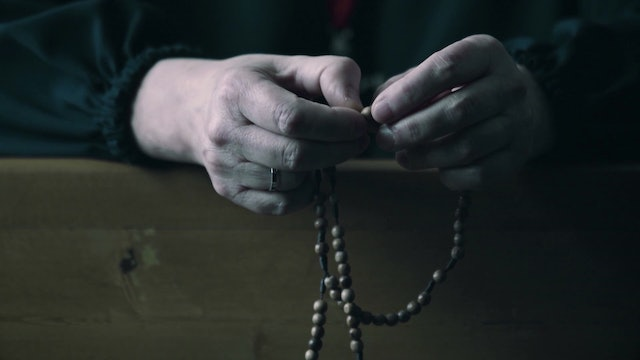 A documentary tells of the change in the lives of those who pray the rosary