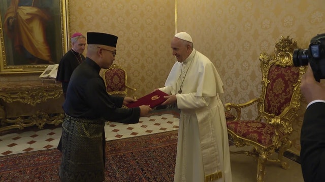 New Malaysian ambassador deliver his credentials to pope