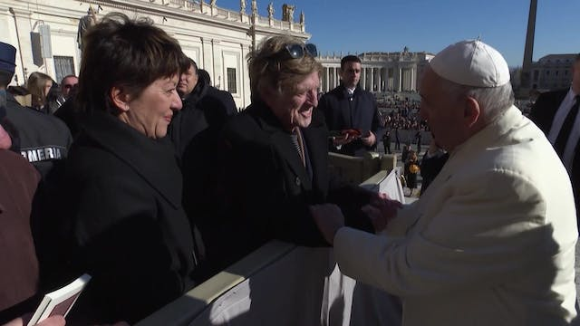 Pope Francis greets actor and directo...