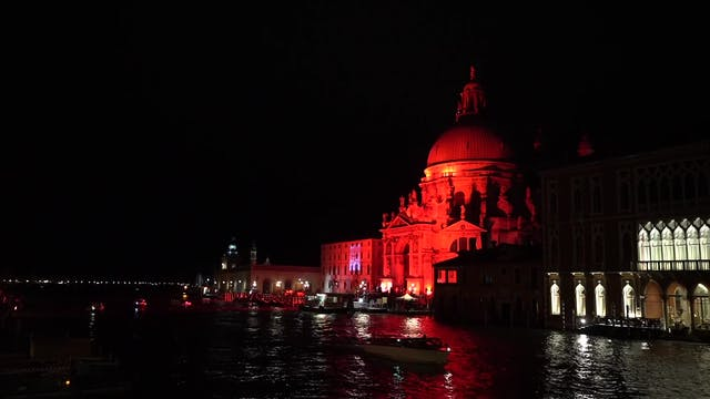 Venice turns red to denounce Christia...
