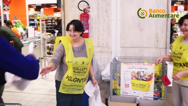 Volunteers for Italian food bank cont...