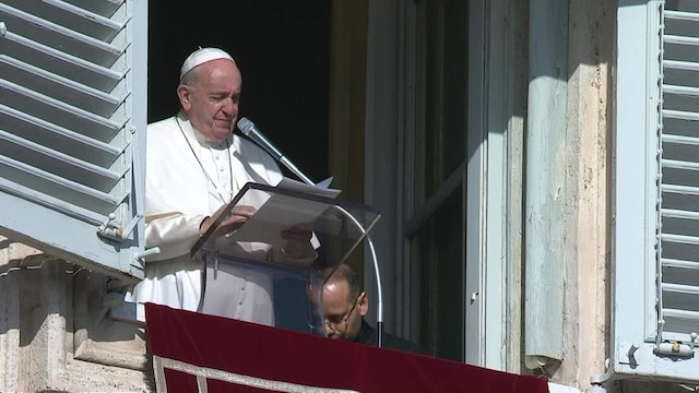Pope shows concern about crisis in Iraq during Angelus