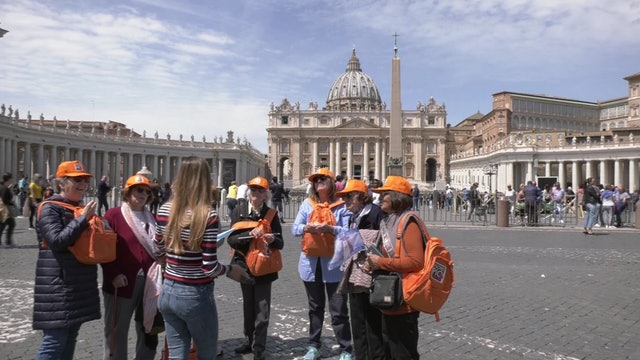 Argentinian group travels to Rome to see pope and hope he will visit Argentina