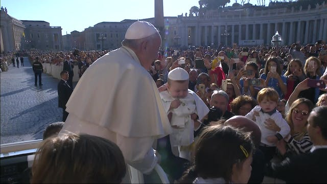 A baby dressed as the pope surprises ...
