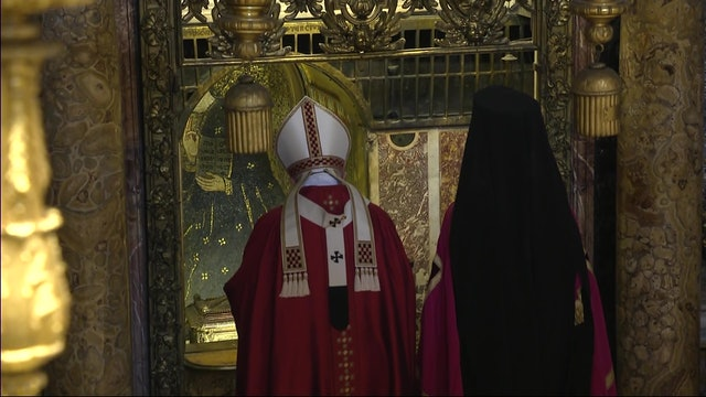 Pope gives to the main orthodox leader the relic of St. Peter