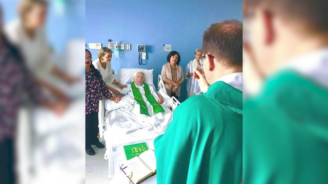 Nuncio celebrates Mass with Ernesto Cardenal who is readmitted into priesthood