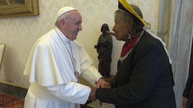 Pope meets Raoni, tribal leader of the indigenous Kayapó people