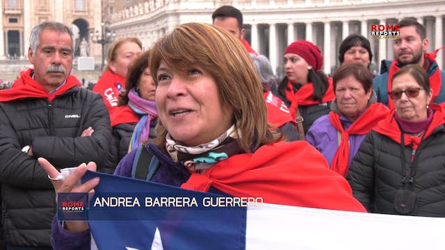 Chilean pilgrims touched by Pope Fran...
