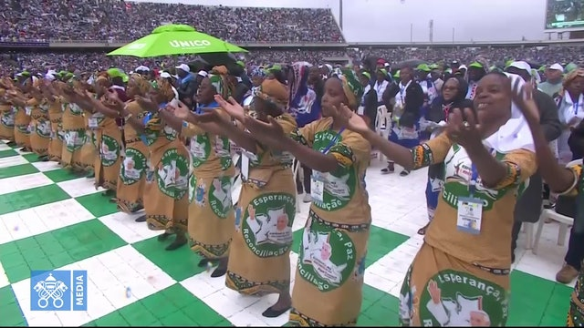 Singing and dancing welcome Pope Francis to his final Mass in Mozambique