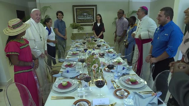 Pope Francis has lunch with ten WYD p...
