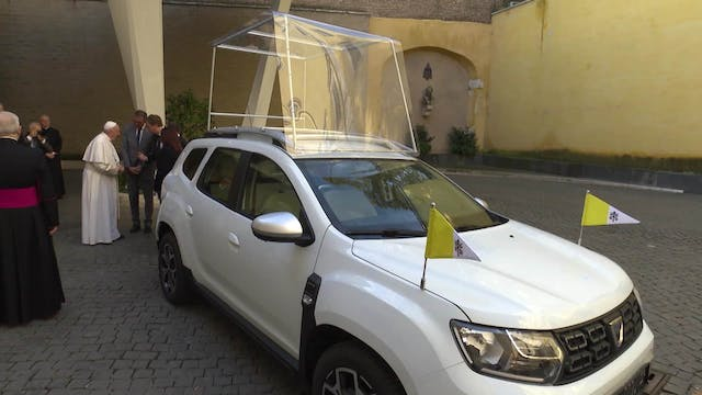 "Renault gives pope Dacia Duster, ""tra..."