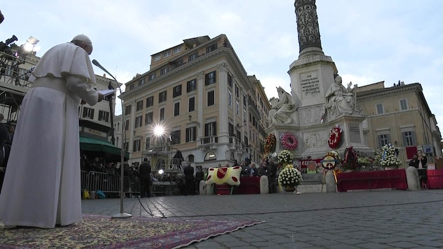 At Spanish Steps, Pope reminds it's 1 thing to sin and another to live corruptly