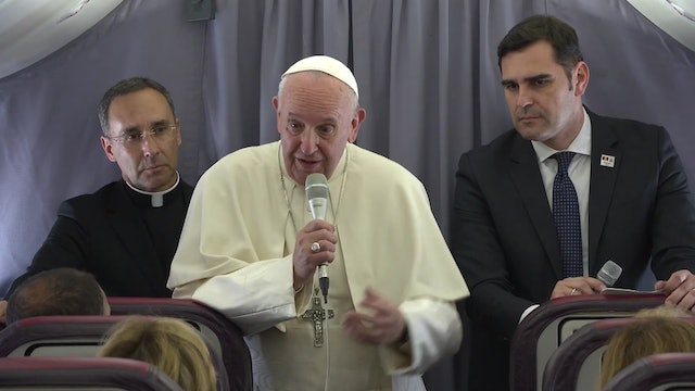 Pope Francis' flight press conference: Talking to Benedict XVI gives me strength
