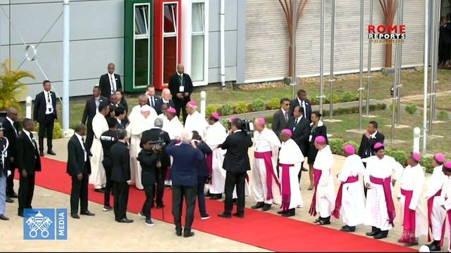 El Papa se despide de África y empren...