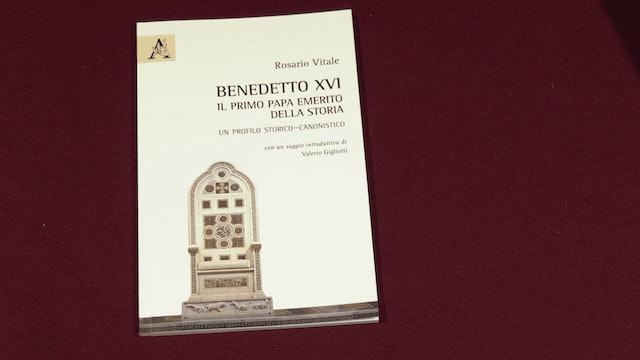"""Nuevo libro sobre Benedicto XVI explora """"laguna jurídica"""" de su estatus"""