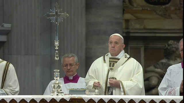 Pope at Chrism Mass: Clericalism begins with a desire for comfort