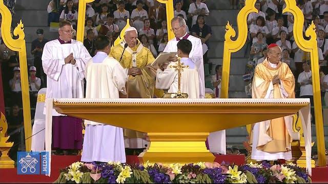 Papa celebra Misa en Bangkok y reza v...