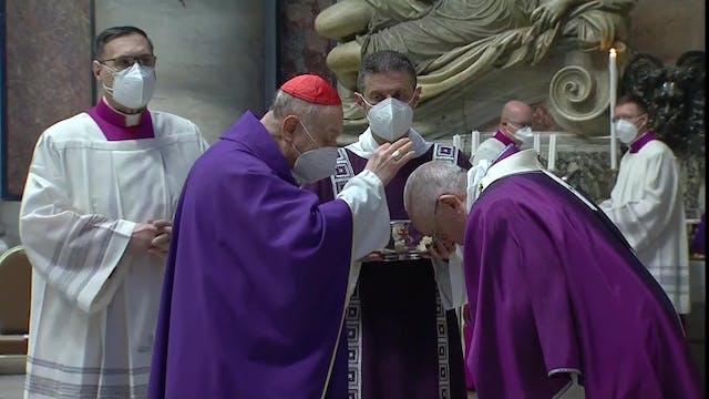 El Papa recibe las cenizas
