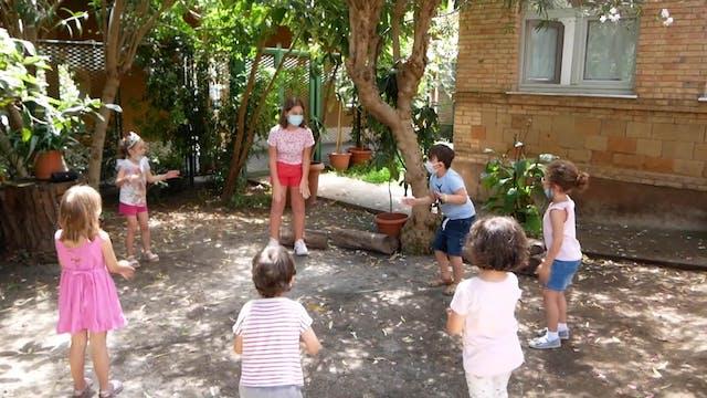 Proyecto ayuda a niños emigrantes a r...