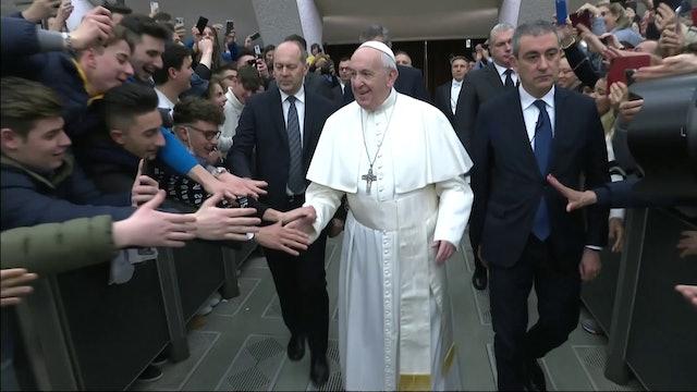 """El Papa reza por víctimas del coronavirus, """"una enfermedad cruel"""""""