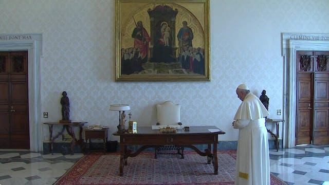 """Papa reza Padrenuestro junto a """"crist..."""