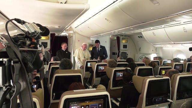 Rueda de prensa en vuelo de regreso d...