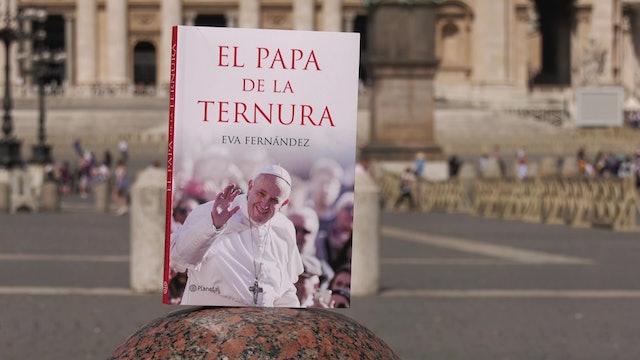 """""""El Papa de la ternura"""", así muestra a Francisco la periodista Eva Fernández"""