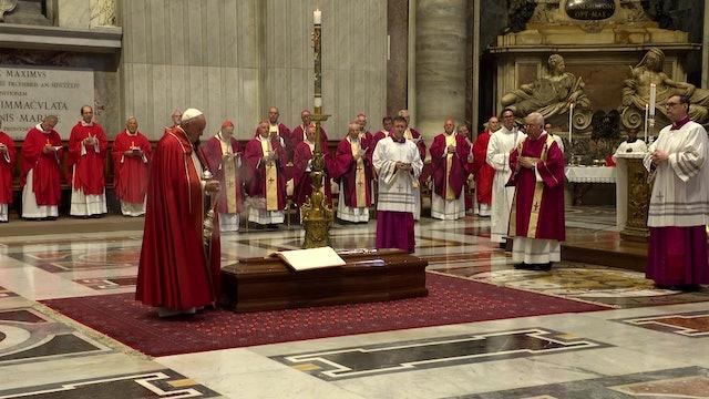 El Papa Francisco asiste a las exequias del Cardenal Sardi