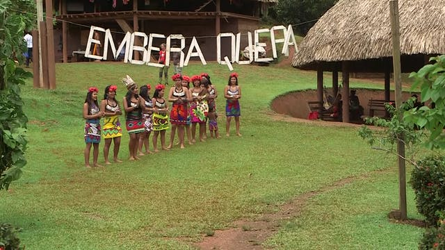 Panama's Emberá Natives: Having a per...