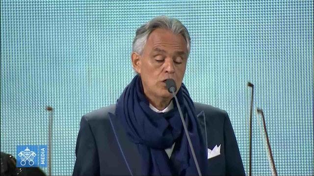 Andrea Bocelli canta un espectacular Avemaría durante el EMF