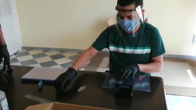 Seminaristas fabrican pantallas de pl...