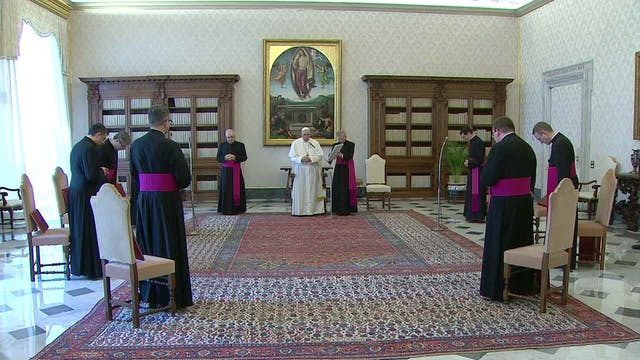 Pope at General Audience prays for wo...