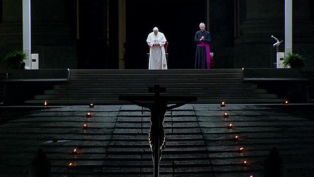 Papa reza un emotivo Vía Crucis con textos preparados por prisioneros de cárcel