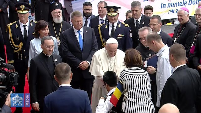 Pope Francis arrives in Bucharest to ...
