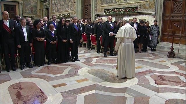 Papa a diplomáticos: A la política se...
