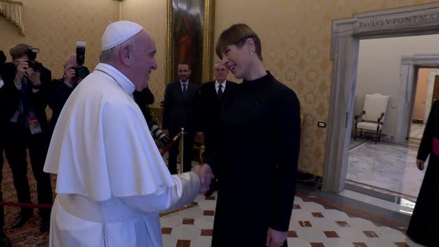 Estonia's president greets pope in Va...