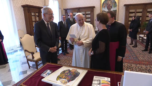 President of Austria gives the Pope 2...