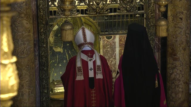 Pope gives to the main orthodox leade...
