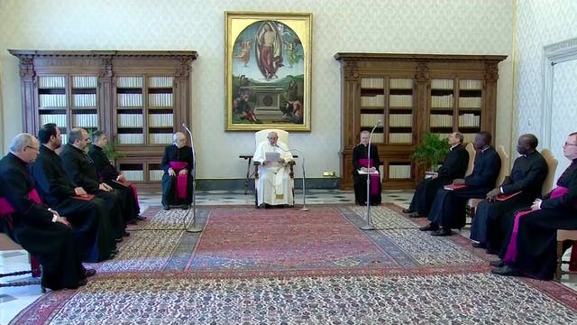 Papa elogia a ancianos que rezan susu...