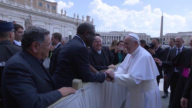 El Papa saluda a Denis Mukwege, ginec...