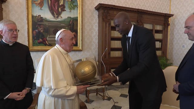 Five NBA players meet with Pope Franc...