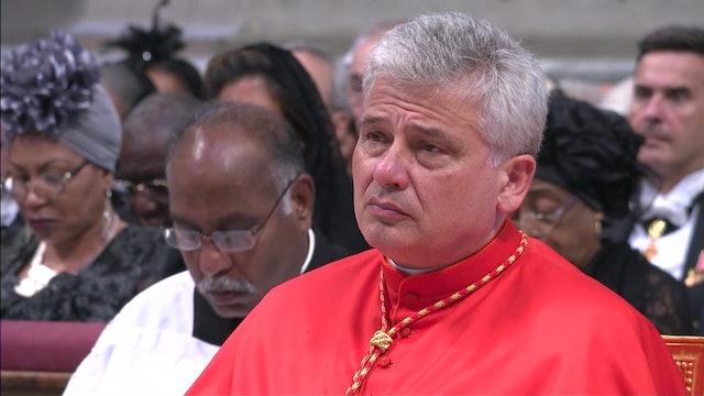 """El cardenal """"Robin Hood"""" del Vaticano levanta aplausos y críticas en Italia"""