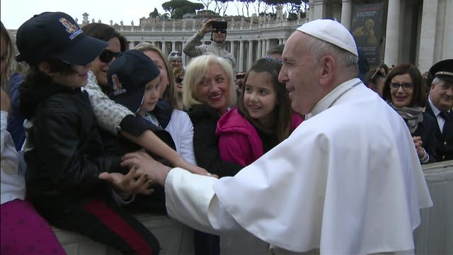 Papa: El Espíritu Santo convierte a p...
