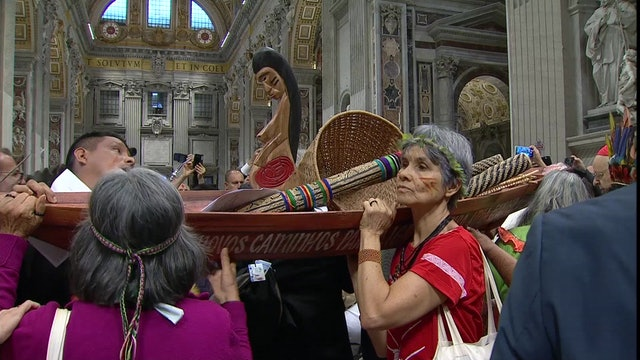 """""""Robaron estatuas indígenas vestidos con ropa de obras y cámaras"""", dice testigo"""