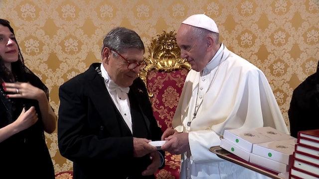 Nuevo embajador de República Dominicana regala selección de sus escritos al Papa