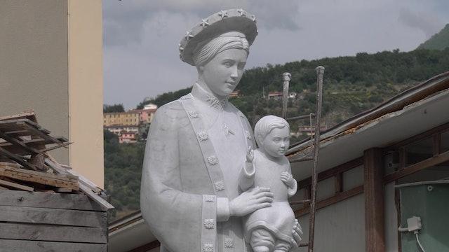 Estatua del mármol que usó Miguel Ángel para comunidad vietnamita en California
