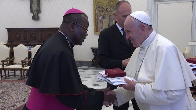 Pope gives document on Muslim fratern...