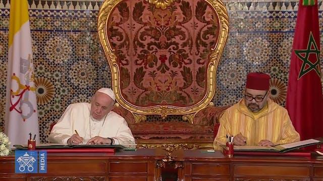 El Papa y el rey de Marruecos suscrib...