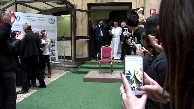 Papa visita instituto de Roma para fe...