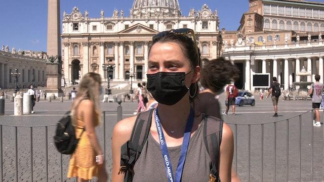 Preocupación y oraciones de peregrinos en San Pedro por la operación del Papa